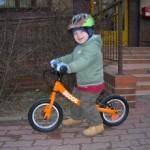 Krzyś na rowerku biegowym Ridgeback Scoot