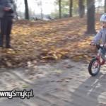 Paula na rowerku biegowym LIKEaBIKE Jumper