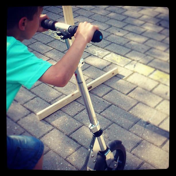 Dziecko na hulajnodze Micro Flex