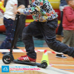 Tor przeszkód dla dzieci do jazdy na rowerku biegowym, hulajnodze, jeździki lub deskorolce
