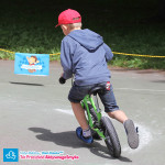 Dziecko na rowerku biegowym Strider