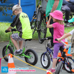 Dziecko na dużym rowerku biegowym Puky LR XL