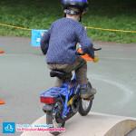 Dziecko na rowerku z pedałami