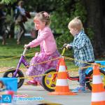 Chłopiec na Puky LR 1L i dziewczyna na rowerku biegowym Cruzee