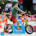 Dziecko na rowerku biegowym Puky LR XL