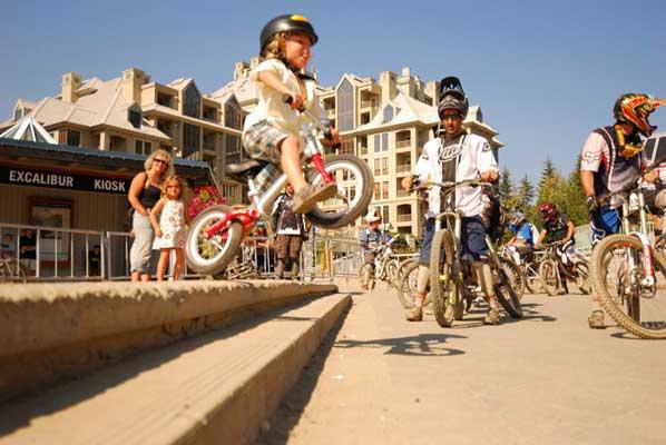 Jackson Goldstone na rowerku LIKEaBIKE Jumper (autorka: courtneywylie)