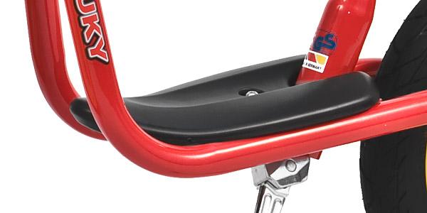 Podnóżek w rowerku biegowym firmy Puky