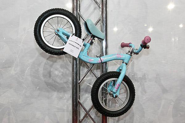 rowerek biegowy Specialized HotWalk