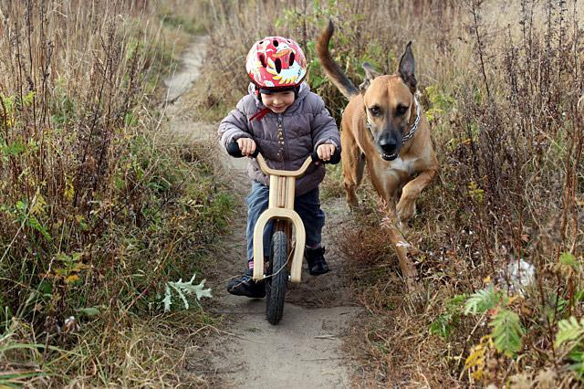 Antosia i rowerek biegowy Early Rider Lite