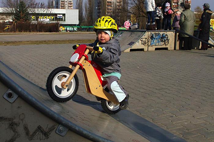 Wyszek i rowerek biegowy Sevi (źródło: fot. arch. rodzinne)