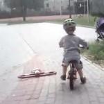 Krzyś na rowerku biegowym Ridgeback Scoot – cześć 2