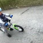 Julien na rowerku biegowym LIKEaBIKE Jumper