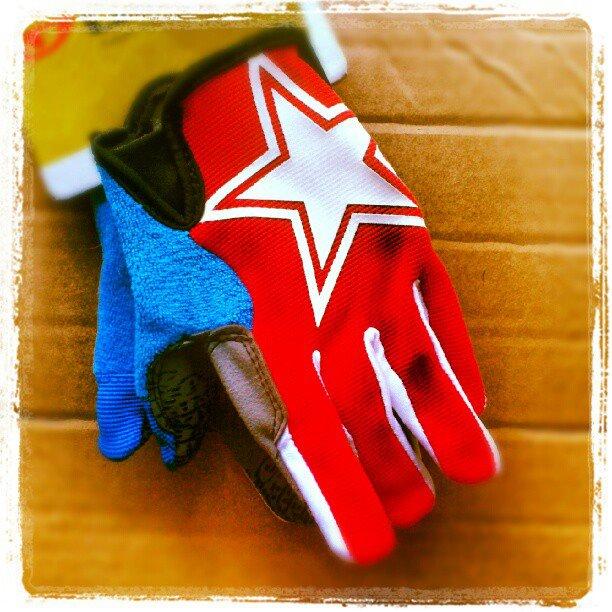 Zapowiedzi AktywnegoSmyka... rękawiczki rowerowe dla dziecka Giro DND JR czerwone