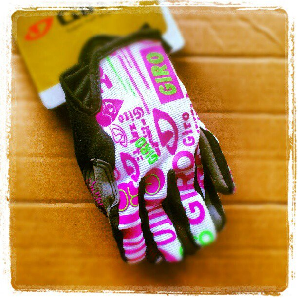 Zapowiedzi AktywnegoSmyka... Rękawiczki rowerowe dla dziecka Giro DND Jr biało-malinowe
