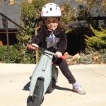 AktywnySmyk lubi… film z dziewczyną na rowerku biegowym First Bike
