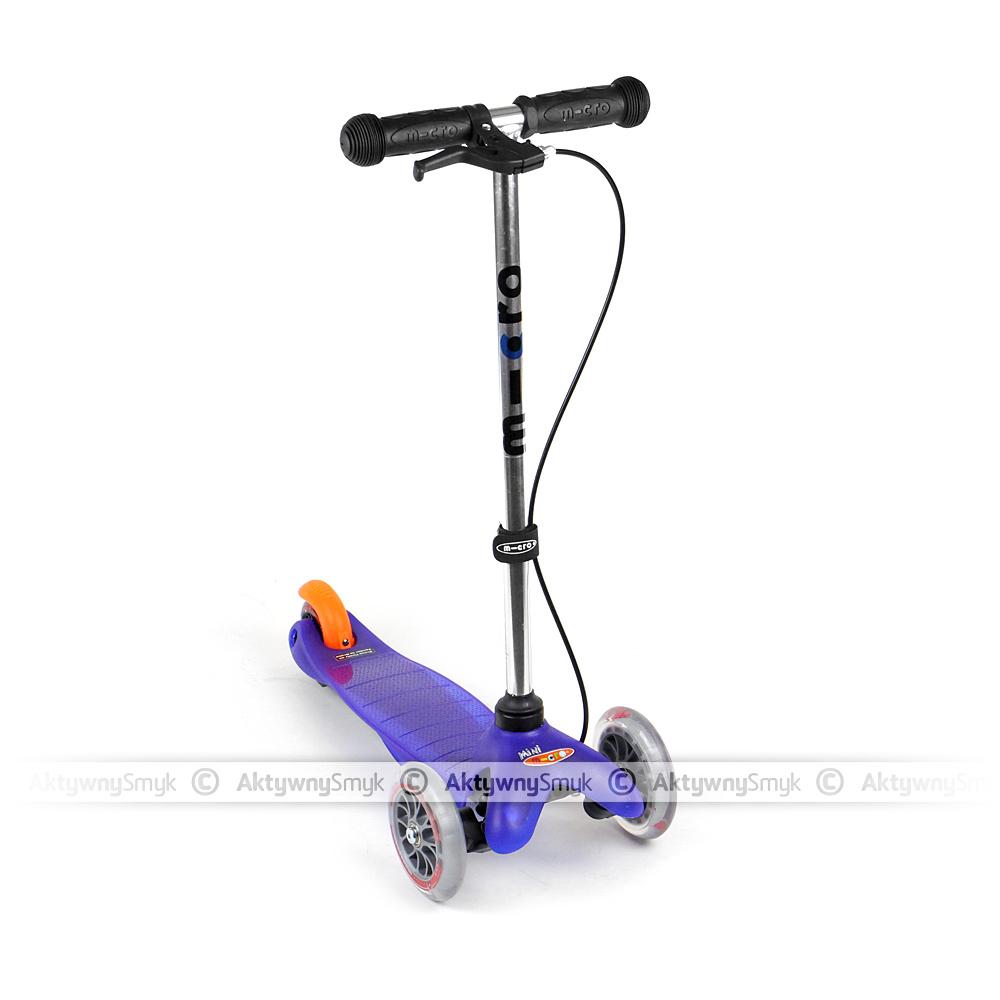 Za pomocą zestawu hamulcowego można wyposażyć hulajnogę Mini Micro (klasyczną) w hamulec obsługiwany klamką na kierownicy. Hamulec działa na tylne koło, niezależnie od hamulca obsługiwanego nogą.