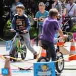 Dzieci na rowerkach Kettler i Puky
